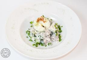 Австрийский салат с яйцом пашот